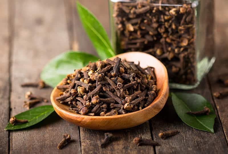فوائد القرنفل للبشرة وأهمية العناية الطبيعية بالبشرة